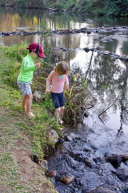Free nature play around water